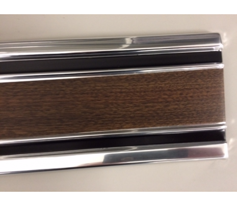 1969-1972 C10 shortbed LH Door Lower side molding woodgrain IMPORT no clips - Classic Muscle (1702R)