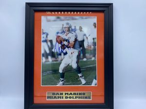 Dan Marino Autographed Photo - Sports Memoribilia (DAN-PHO)