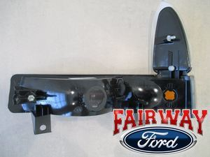 2002 thru 2004 F250 F350 & 01-02 Excursion OEM Genuine Ford RIGHT Park Lamp Light CLEAR - Ford (2C3Z-13200-AA)