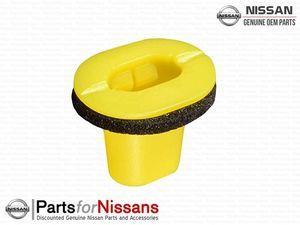 B Pillar Side Window Clip S13  R33 R34 Z33 Z34 - Nissan (76848-71S00)
