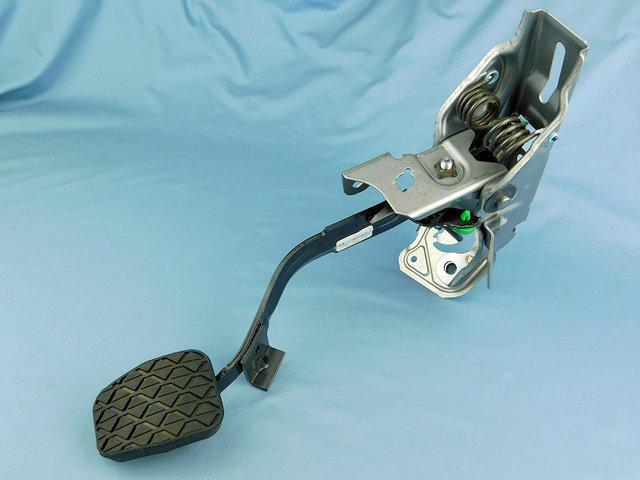 Pedal Clutch - Mazda (NE51-41-300B)