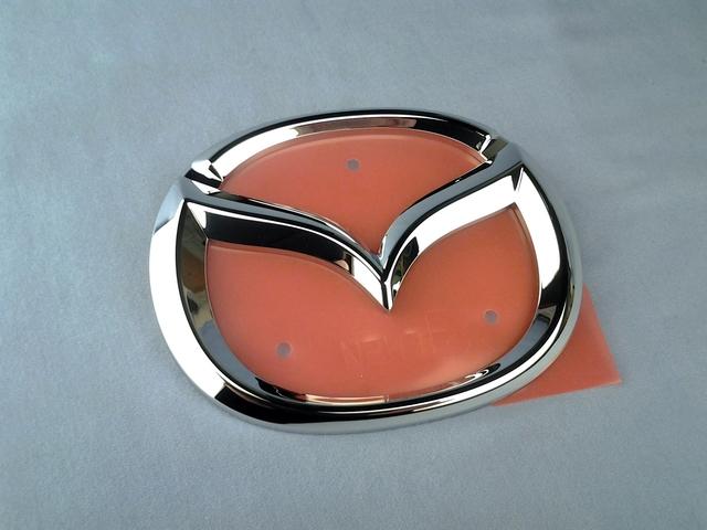 Genuine 1999-2000 Mazda Miata Front Bumper Emblem NC10-51-731