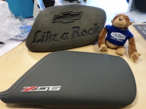 Z06 Logo Floor Console Lid Armrest, Dark Gray, Napa Leather (TRIM COMBINATIONS - 125, 126, 12I) - GM (23296453)