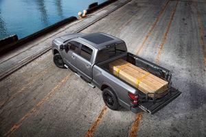 Titan / Titan XD Sliding  Bed Extender With Utilitrac & Without Titan Box - Nissan (999T7-W4200)