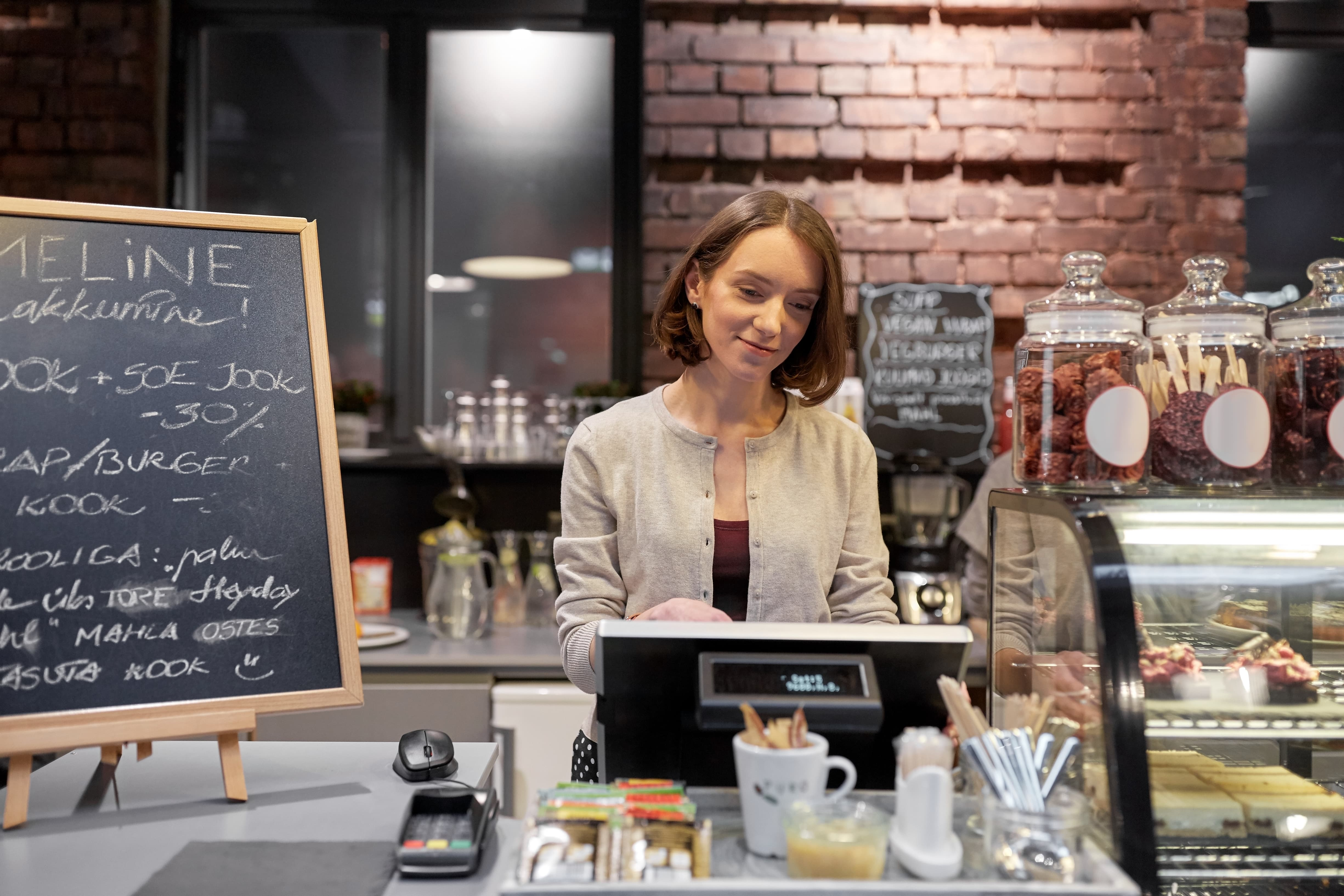 RPOWER POS | 5 Ways your Counter Service Restaurant Can Benefit from a Customer Facing Display