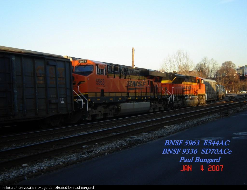 BNSF 5963 ES44AC BNSF 9336 SD70ACe Jan 04, 2007