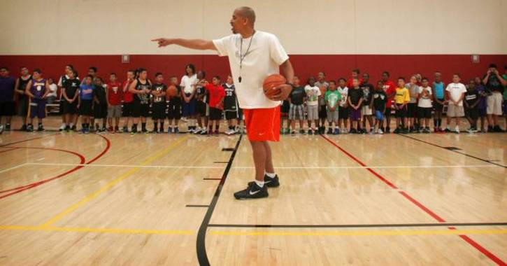 Kevin mitchell instructing kids during skill evaluations