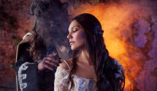5 Best Fantasy Romance Books to Read at Night