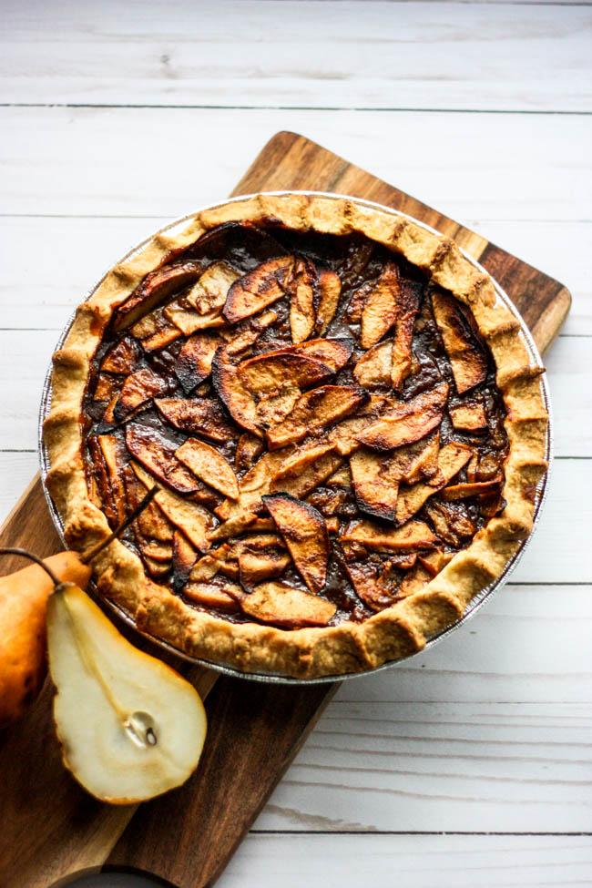 Apple Pear & Cardamom Pie