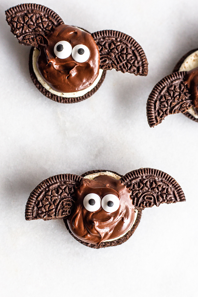 TheseChocolate Cookie Bat Bites are the perfect easy to whip up for a party and they'll satisfyyour chocolate craving.