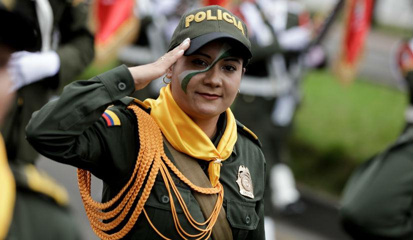 Imagen de una mujer policía
