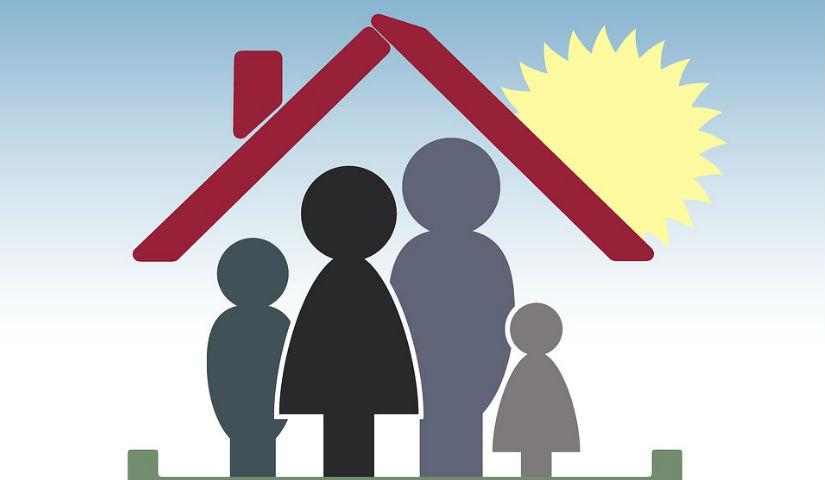 Imagen animada de una familia bajo un techo
