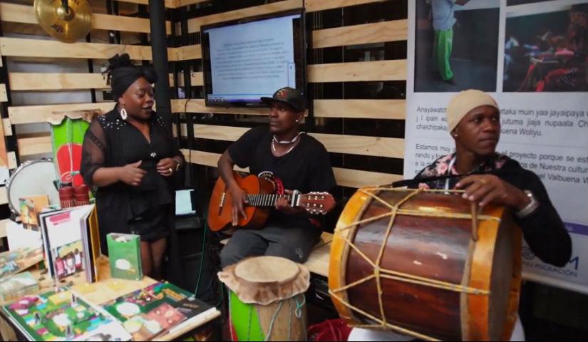 Imagen de tres músicos afrocolombianos