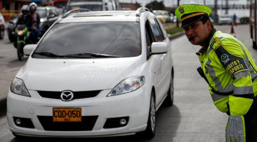 Policía inspecciona pico y placa en bogotá