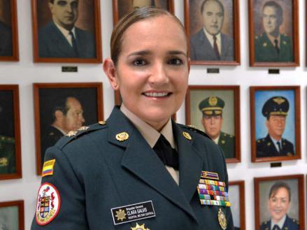 Foto de Clara Esperanza Galvis Díaz con uniforme militar