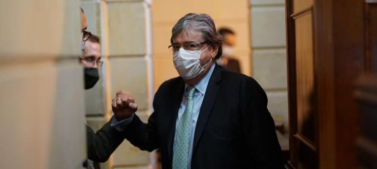 Juez ordenó el arresto del ministro de Defensa