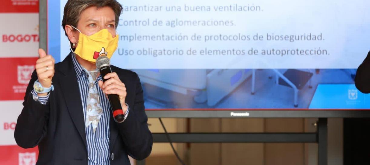 La alcaldesa Claudia López anunció toque de queda en Bogotá