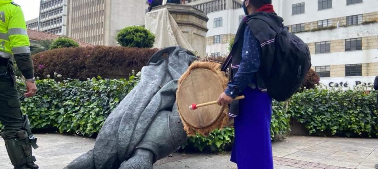 Derribada estatua Gonzalo Jiménez de Quesada