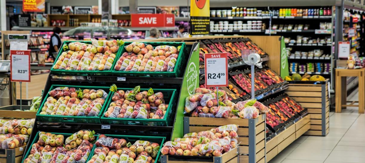 supermercado con frutas y verduras denuncia de precios irregulares