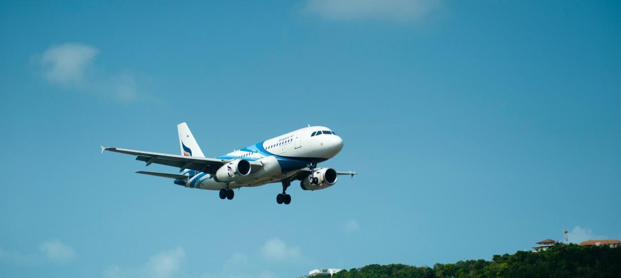 Denuncia irregularidades con aerolíneas y vuelos