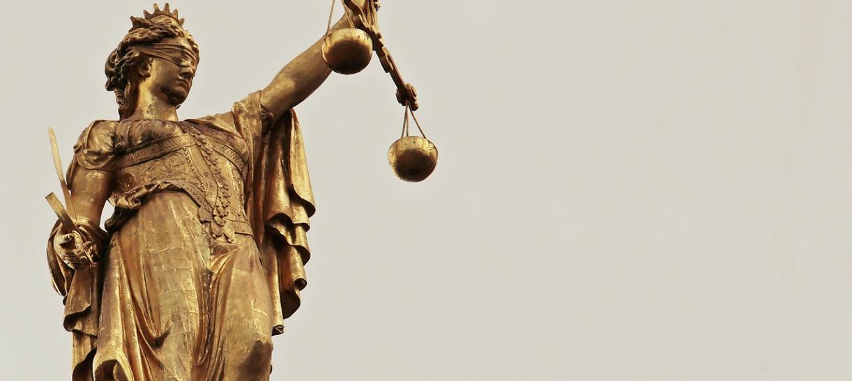 mujer de la justicia con balanza, derechos de la mujer en Colombia en la Constitución del 91