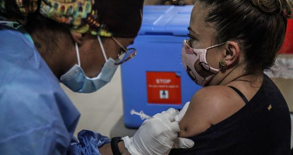 Acelerar la vacunación es el mejor antídoto ante el cuarto pico