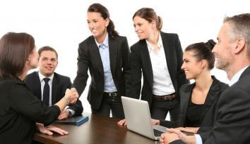 Imagen de varias mujeres reunidas