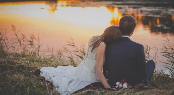Las razones para prohibir el matrimonio en menores