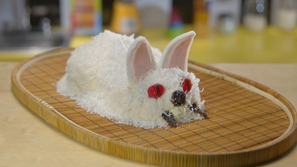 Torta de zanahoria con forma de conejo