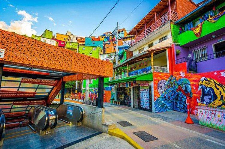 Grafiti en Colombia - Grafitour de la COmuna 13 de Medellín