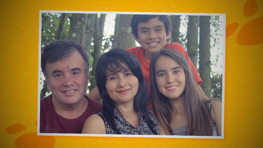 Fotografía de una familia colombiana que cree y aplica el homeschooling
