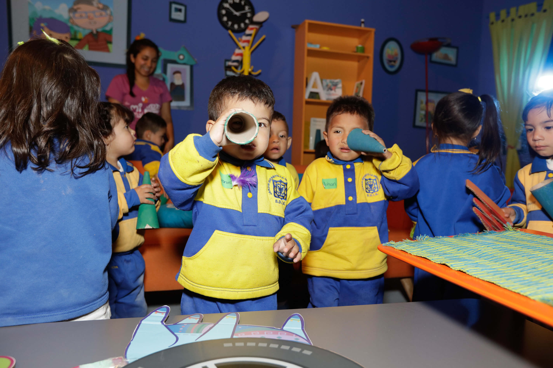 Niños de primera infancia en taller de Mi Señal