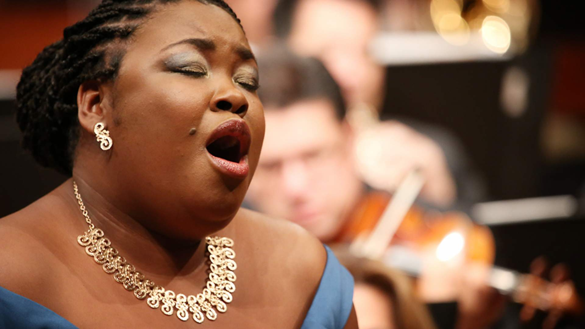 Betty Garcés, cantante soprano colombiana, invitada en 200 años de Mujeres Pioneras.