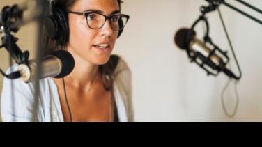 Cómo hacer un podcast en casa Academia Al Oído