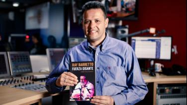 Robert Tellez presenta libro sobre Ray Barreto