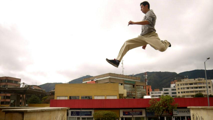 Parkour, el arte de la gimnasia urbana / Les Chats Parkour