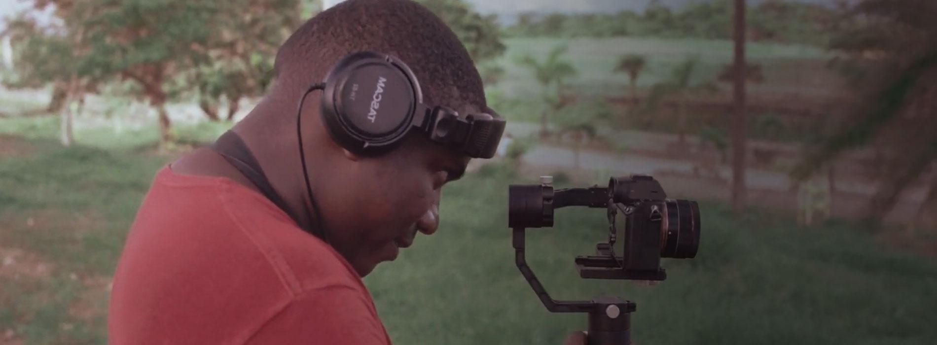 Fotograma del documental El Joven de la cámara