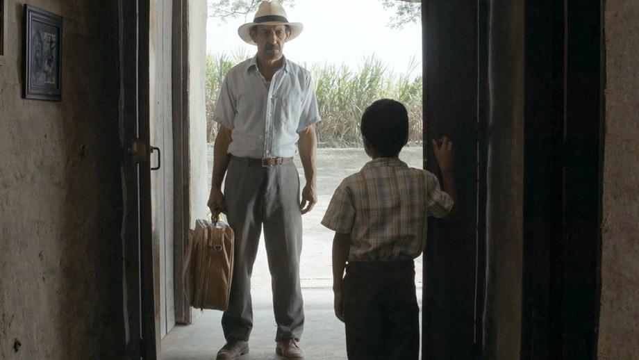 Fotograma de la película La tierra y la sombra.