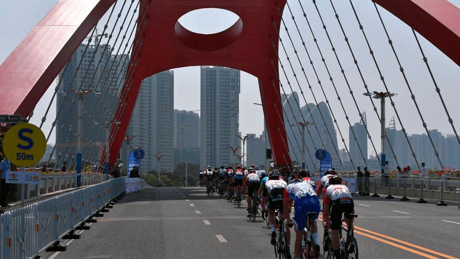¿Cómo se prepara un ciclista para correr al otro lado del mundo? / UCI