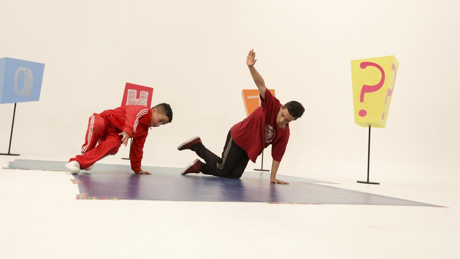 Los niños participan en ¿Qué harías tú? para resolver problemas de la cotidianidad