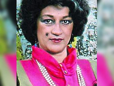 Vicky Hernández como Amparo Berrío de Tuta - Romeo y Buseta