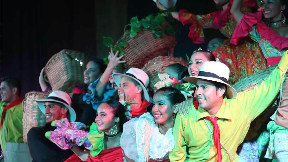 Bailarines de la Escuela de Danza Cañabrava