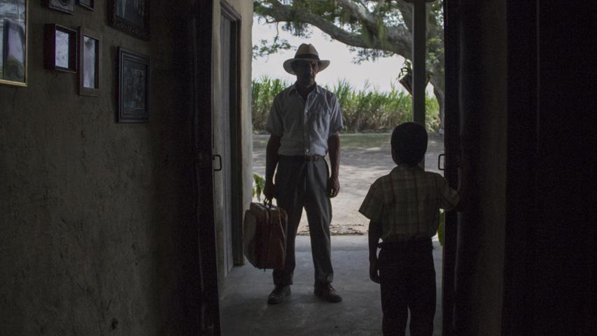 Tomada de la película La tierra y la sombra