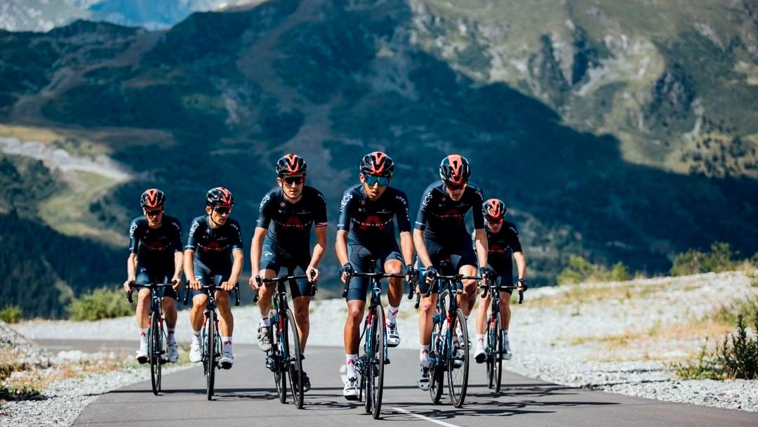 ¿Cuál es el papel que cumplen los equipos de ciclismo en las grandes vueltas?