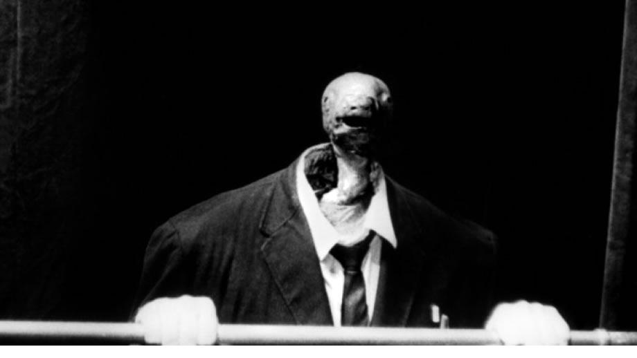 Imagen de una criatura espeluznante con cabeza deforme