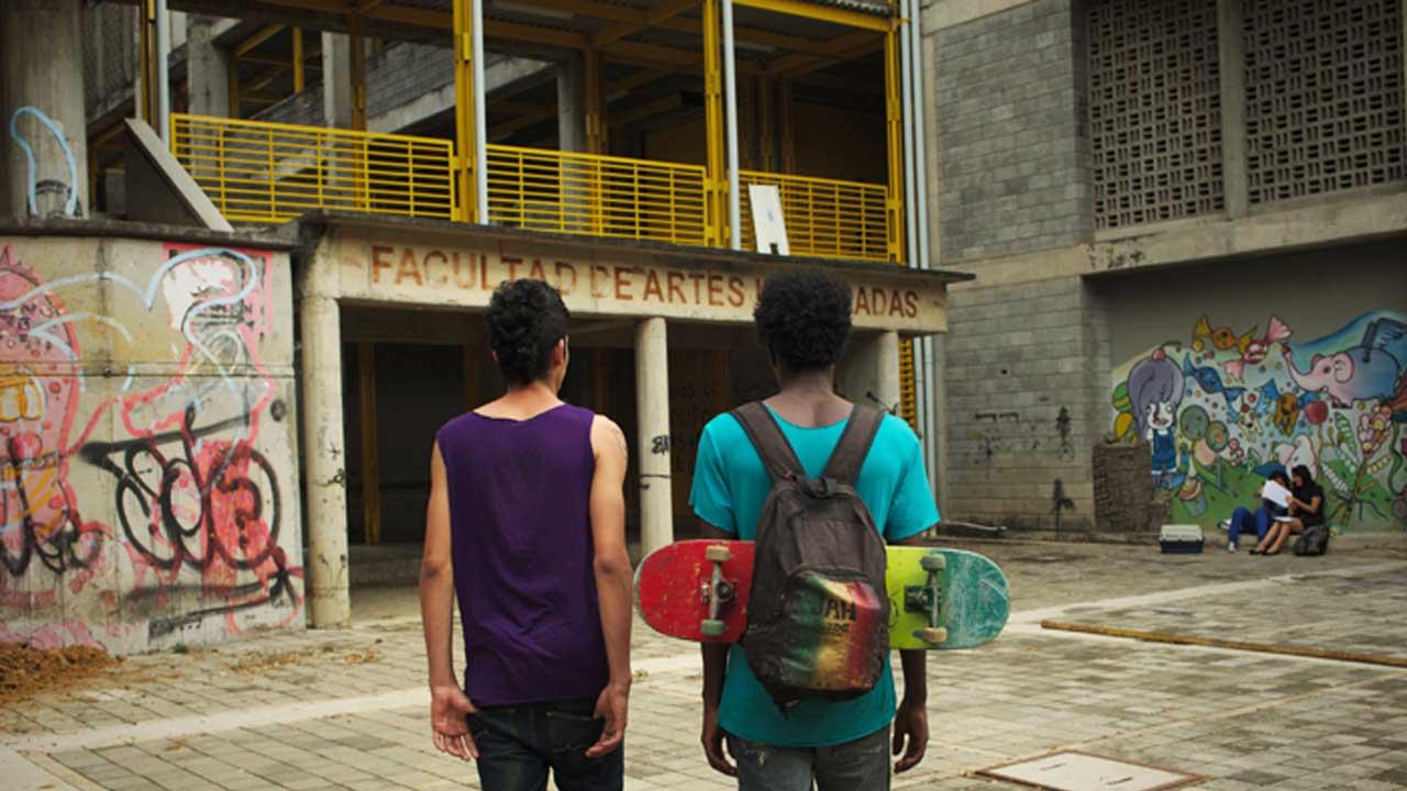 Calvin y Ras, protagonistas de Los hongos frente a la facultad de artes