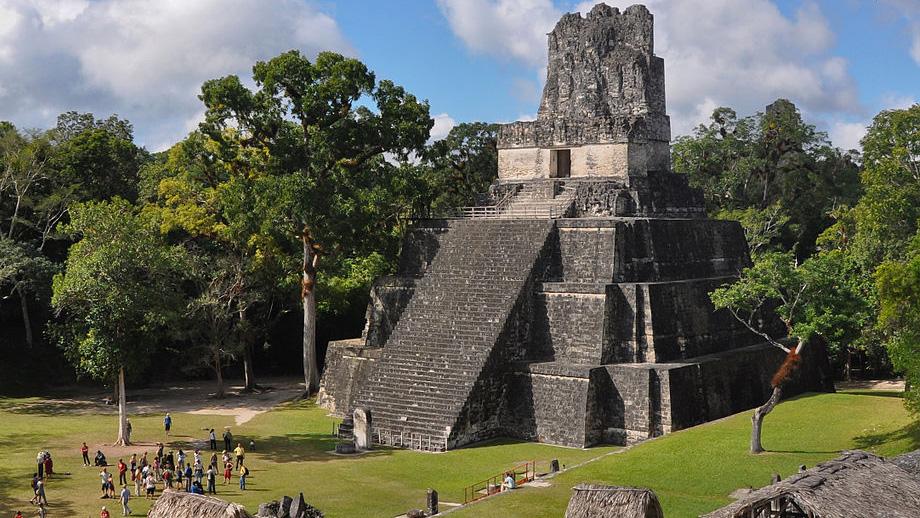 Templo de la luna en Tikal, Guatemala. Foto: Wikipedia.