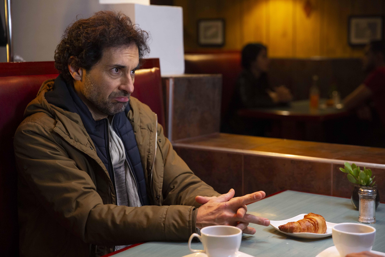 Luis fernando hoyos interpreta a un actor en crisis en La De Troya