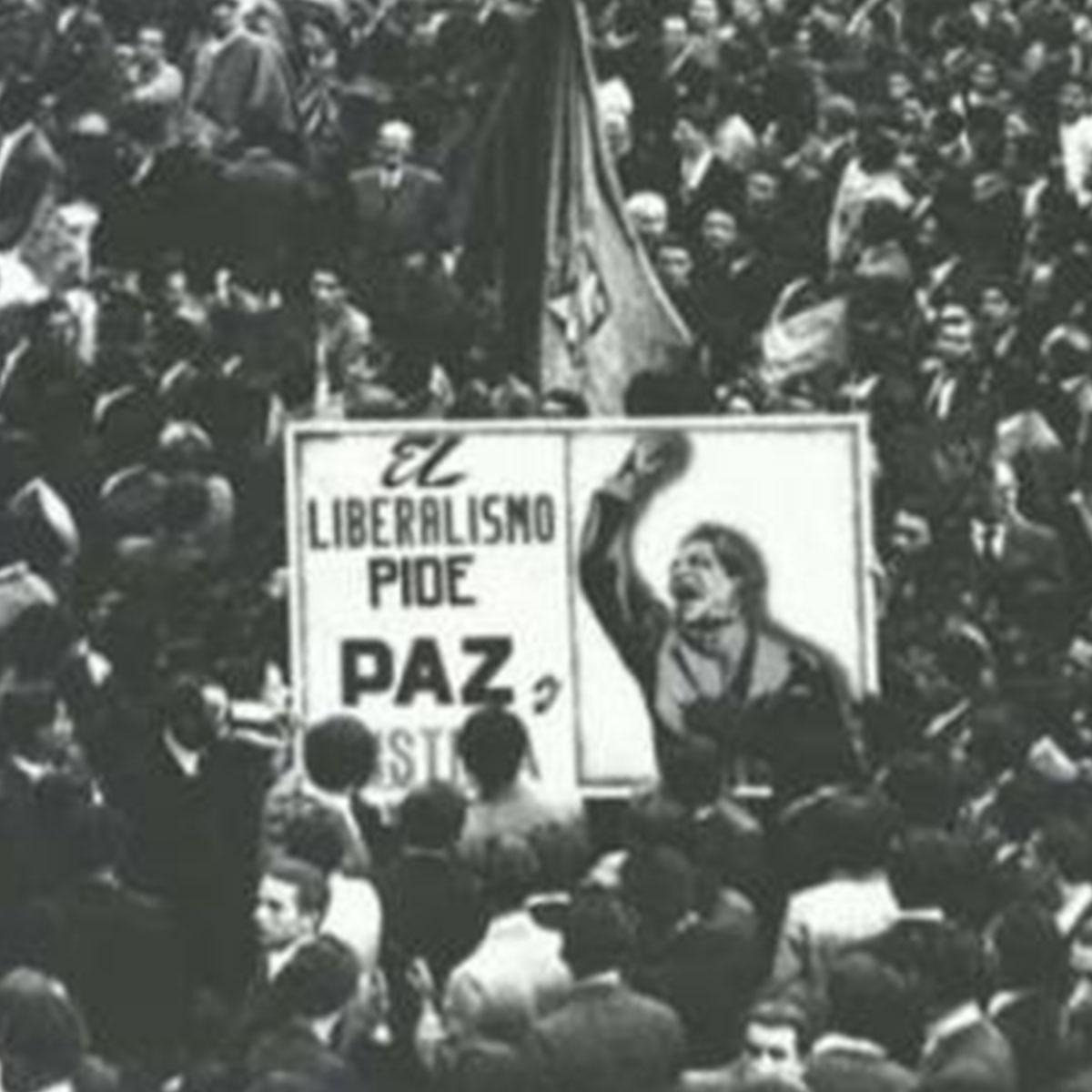 foto antigua con cartel alusivo a Jorge Eliecer Gaitán