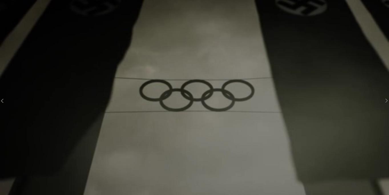 Símbolo de los cinco aros de los juegos olímpicos erigido en el cielo